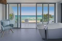 Oceanfront-unique-view-ocean-tub