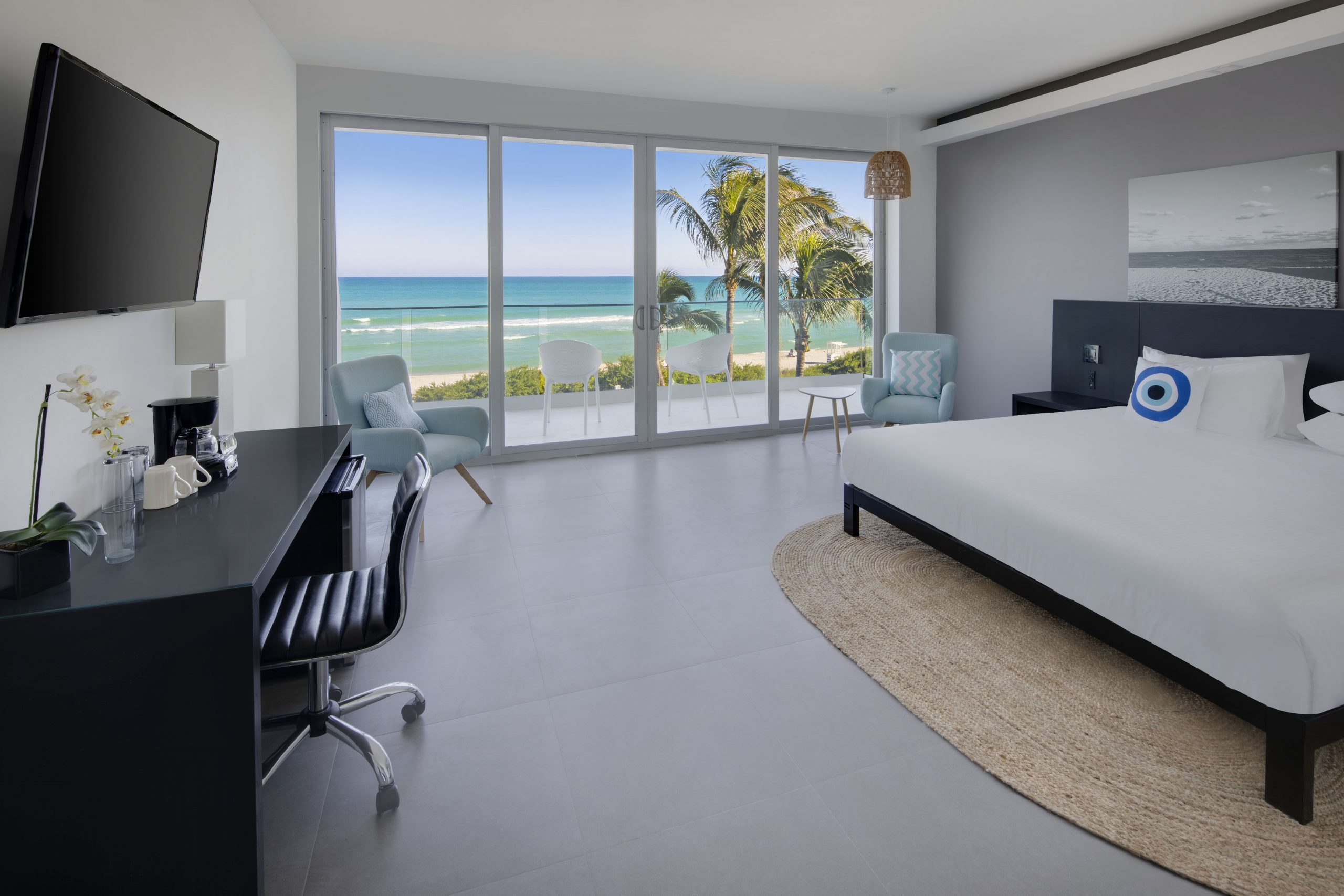 Oceanfront-King-bed-balcony-scaled